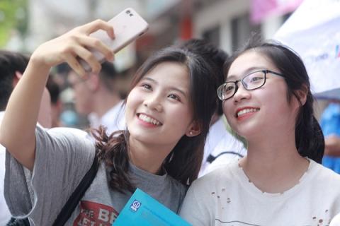 Dàn gái xinh thi THPT Quốc gia 2019 gây chú ý vì nhan sắc xinh đẹp - 3
