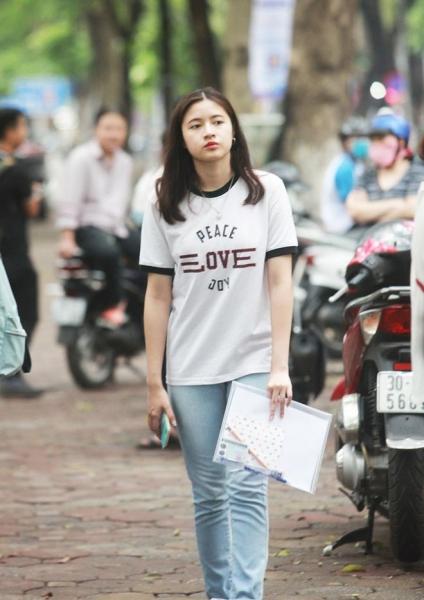 Dàn gái xinh thi THPT Quốc gia 2019 gây chú ý vì nhan sắc xinh đẹp - 4