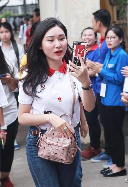 Dàn gái xinh thi THPT Quốc gia 2019 gây chú ý vì nhan sắc xinh đẹp - 10