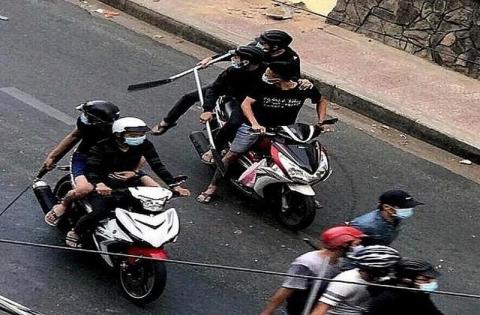 Nhóm thanh niên thực hiện hàng loạt vụ cướp bằng dao tự chế - 1