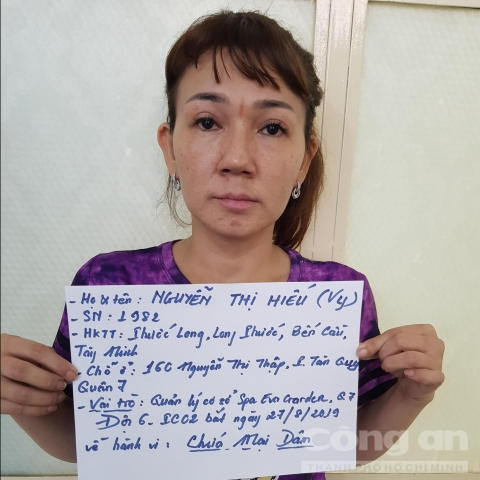 Đột kích hàng loạt cơ sở 'massage vua' ở Sài Gòn - 5