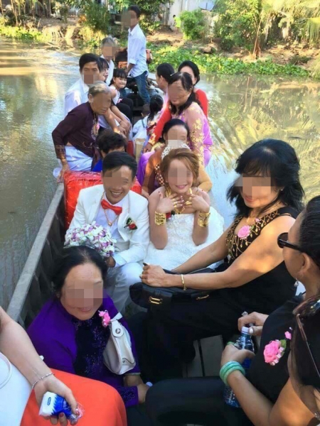 Cô dâu đeo vàng nặng trĩu ngày cưới khiến dân mạng trầm trồ, hoa mắt vì đếm hộ