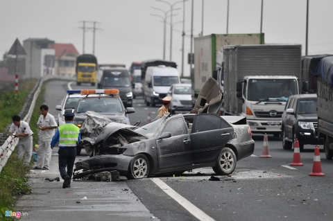 Tai xe thoat chet, chiec Toyota Camry vo nat sau khi tong xe tai hinh anh 1 tai_nan_zing_1_.jpg