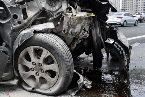 Tai xe thoat chet, chiec Toyota Camry vo nat sau khi tong xe tai hinh anh 3 tai_nan_zing_3_.jpg