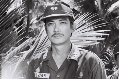 Nguyen Chanh Tin va nhung 'nguoi hung' buoc ra tu chiec tivi den trang hinh anh 1 vanbailatngua1.jpg