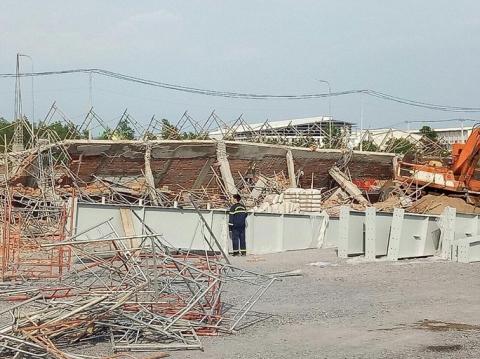 Khởi tố vụ sập tường đang thi công khiến 10 người chết ở Đồng Nai - Ảnh 2.