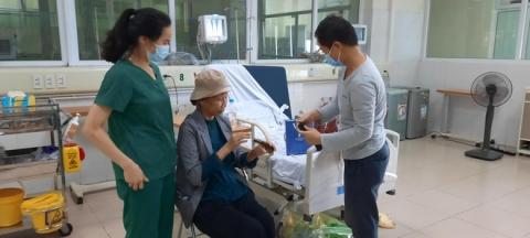 Bác gái bệnh nhân 17 xuất viện về TP.HCM sau gần 3 tháng điều trị Covid-19 - 2