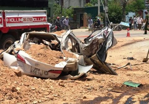CLIP: Khoảng khắc xe hổ vồ đè bẹp xe con làm 3 người chết, 1 người bị thương - Ảnh 3.