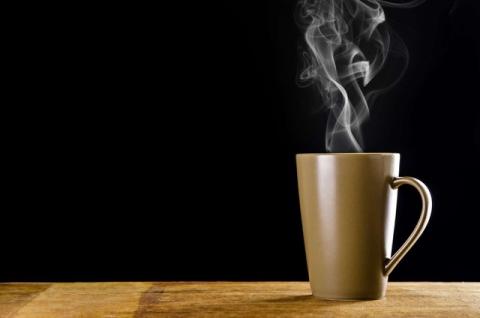 Nước nóng và đồ ăn nóng trên 65 độ C có khả năng làm tăng nguy cơ mắc ung thư.