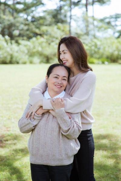 Trước đó, Tăng Thanh Hà từng chia sẻ, cuộc sống của mẹ cô vô cùng bình dị.