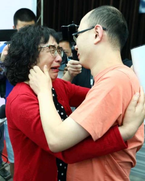 Gia đình Trung Quốc tìm thấy con trai bị bắt cóc sau 32 năm - 2