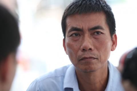 Người bố nghẹn ngào sau đám tang chiến sĩ CSCĐ: 'Tôi thấy video lúc con bị tông mà không dám xem, thương nó quá...' - 2