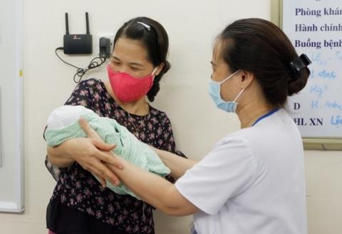 Bé sơ sinh là thai nhi 31 tuần tuổi bị phá bỏ xuất viện, về tổ ấm mới - Ảnh 3.