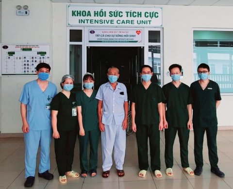 Bệnh nhân Covid-19 nặng nhất miền Bắc được công bố khỏi bệnh: 'Các bác sĩ đã sinh ra tôi lần thứ 2' - 1