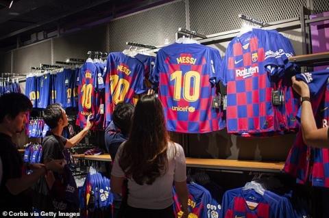 Barcelona lộ khoản nợ 13.000 tỷ, Messi bỗng nhiên có cơ hội phá vỡ hợp đồng, rời khỏi Nou Camp