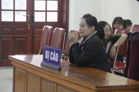 Nước mắt ân hận của nữ bị cáo được gặp con gái 7 tuổi tại tòa - 1