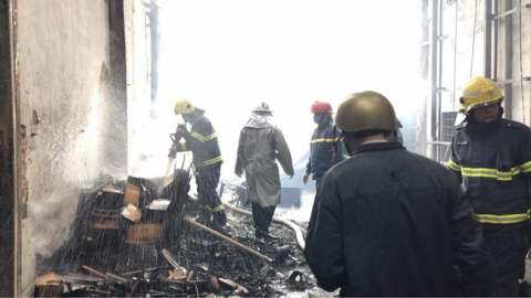 Hà Nội: Hỏa hoạn kinh hoàng thiêu rụi nhiều nhà xưởng sản xuất đồ gỗ - 1