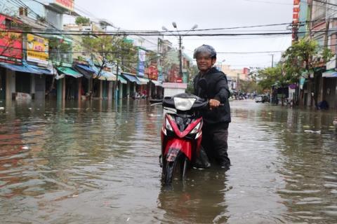 Mưa lớn, thủy điện xả lũ, nhiều nơi ở Quảng Nam ngập lụt - Ảnh 2.