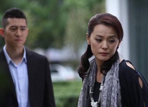 Sau 3 năm ly hôn chồng cũ lần đầu đến thăm vợ cũ, nghe con trai hồn nhiên hỏi mẹ 1 câu mà anh ta