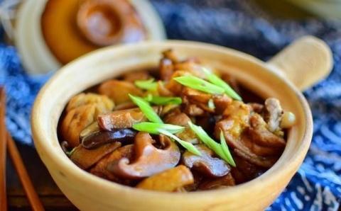Bí quyết nấu món gà om nấm Đông Cô ngon hấp dẫn