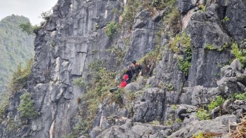 Nam du khách trượt chân rơi xuống khe đá khi chụp ảnh tại 'mỏm đá tử thần' kể lại giây phút thoát chết thần kỳ