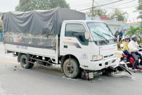 Tài xế ngủ gật, xe tải tông nhiều người: Nữ sinh lớp 7 tử vong - 1