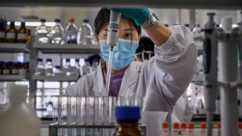 Vắc xin COVID-19 sắp nhập về Việt Nam đem lại hiệu quả và an toàn như thế nào? - 1