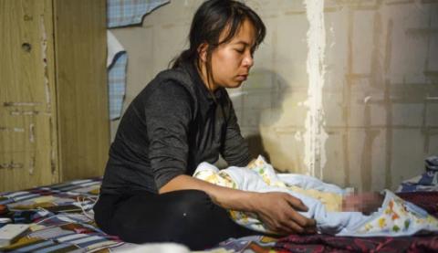 Mẹ bé gái 12 tuổi bị bạo hành, xâm hại tình dục ở Hà Nội: 'Vớ được cái gì ở ngoài đường là đánh nó bằng cái đấy' - 5