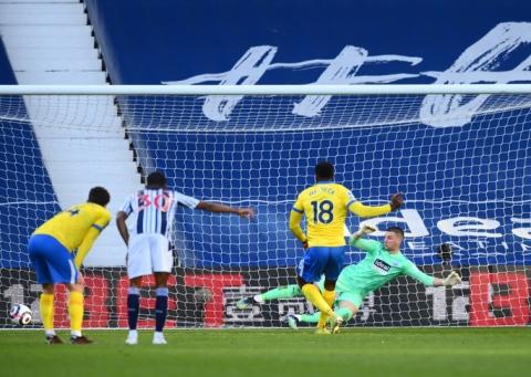 Khó tin: Trọng tài bẻ còi bàn thắng hy hữu, Ngoại hạng Anh dậy sóng - Ảnh 6.