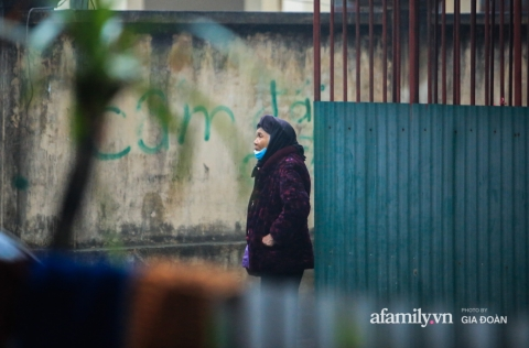Đêm không ngủ của 'siêu nhân đời thực' cứu bé gái rơi từ tầng 12 chung cư ở Hà Nội: 'Tôi không xem mình là người hùng, về đến nhà tôi ôm con bật khóc'