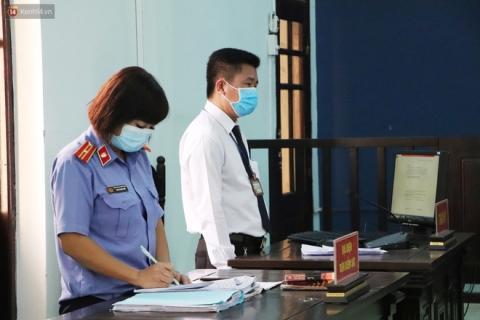 Thầy giáo dâm ô 4 nam sinh THCS khóc nức nở khi bị tuyên án 7 năm tù, bố mẹ nạn nhân bức xúc đòi kháng cáo - 3