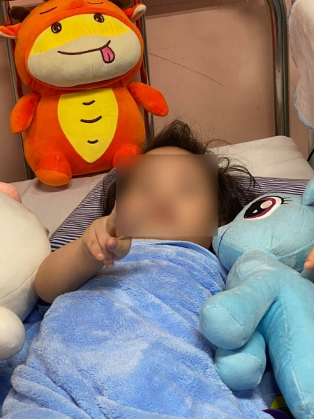 Bé gái 3 tuổi rơi từ tầng 12 dự kiến xuất viện hôm nay - 1