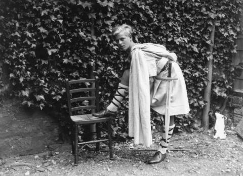 Tuổi thơ cơ cực của Hoàng tế Philip: Mẹ phải nằm viện tâm thần, chị gái bị tai nạn máy bay tử vong, từ hoàng tử lưu vong trở thành phu quân Nữ hoàng Anh - Ảnh 5.