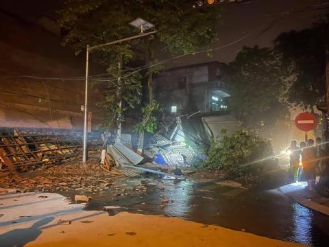 Cận cảnh căn nhà 3 tầng đổ sập trong đêm ở Lào Cai - Ảnh 1.