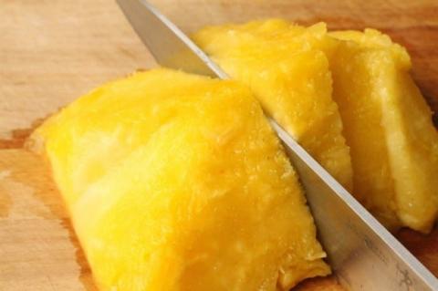 2 loại thực phẩm tuyệt đối không ăn cùng quả dứa, có thể gây ngộ độc thậm chí kích thích tế bào xấu trong cơ thể phát triển - Ảnh 2.