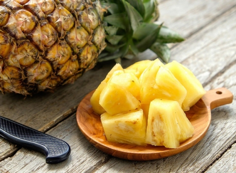 2 loại thực phẩm tuyệt đối không ăn cùng quả dứa, có thể gây ngộ độc thậm chí kích thích tế bào xấu trong cơ thể phát triển - Ảnh 1.