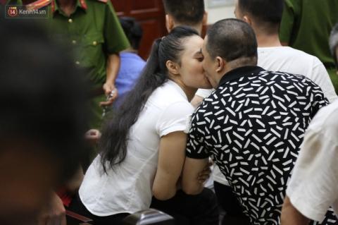 Vẫn bị y án tử hình, trùm ma túy Văn Kính Dương cười tươi, ôm hôn thắm thiết hotgirl Ngọc Miu - Ảnh 2.