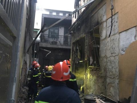 Công an TPHCM thông tin vụ cháy khiến cả gia đình cùng cô giáo tử vong ở quận 11 - Ảnh 4.