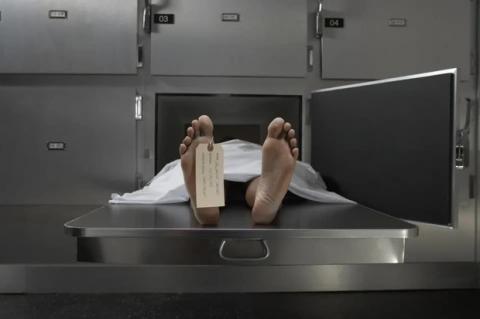 Người chết vừa được chôn cất 1 tuần bỗng dưng trở về đứng trước cửa nhà, cả gia đình hoảng loạn trước sự thật không tin nổi - Ảnh 1.