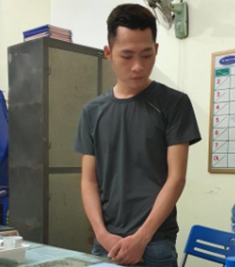 Hai nam thanh niên cướp ngân hàng ở Quảng Nam bằng lựu đạn làm giả từ lon bò húc - Ảnh 2.
