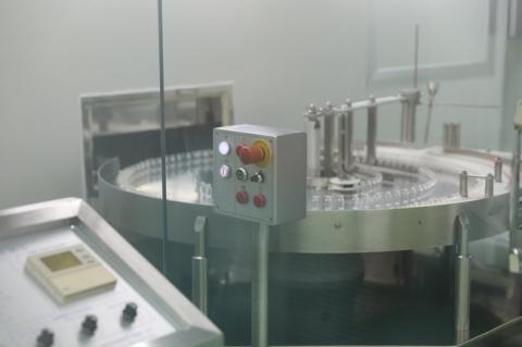 Hình ảnh: Quy trình gia công lô vaccine Sputnik V đầu tiên của Nga tại Việt Nam - Ảnh 3.
