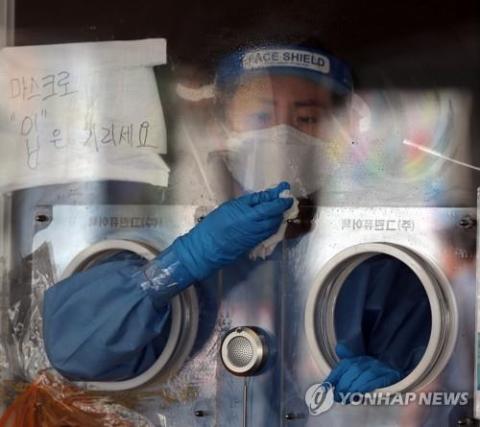 Hàn Quốc gặp khó trước làn sóng Covid-19 thứ 4: Biến thể Delta tăng gấp 10 lần, F0 len lỏi mất dấu - Ảnh 3.
