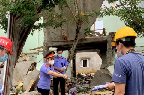 Vụ nổ làm sập nhà, 2 người tử vong ở Quảng Nam: Phát hiện thuốc nổ lấy từ bom, có thể do người chồng tự tử? - Ảnh 2.