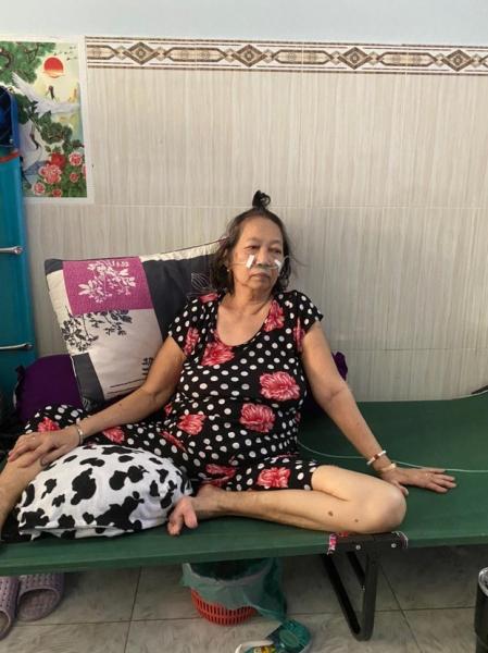 Hành trình giành mẹ từ tay tử thần của gia đình 16 F0 tự điều trị tại nhà: Mình ép mẹ uống thuốc, đút từng viên một - Ảnh 4.