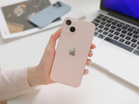 Ngắm iPhone 13 đầu tiên về Việt Nam: chỉ có hai từ xuất sắc - Ảnh 2.