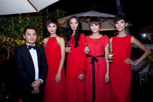 Thí sinh Viet Nam Next Top Model 2011 tự tin 'đọ dáng'