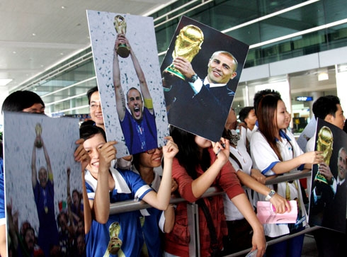 Cannavaro ra mắt tifosi Việt Nam