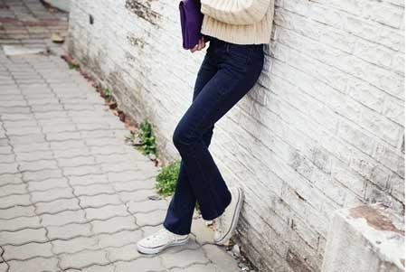 Cách mix đồ hoàn hảo nhất với quần jean ống loe