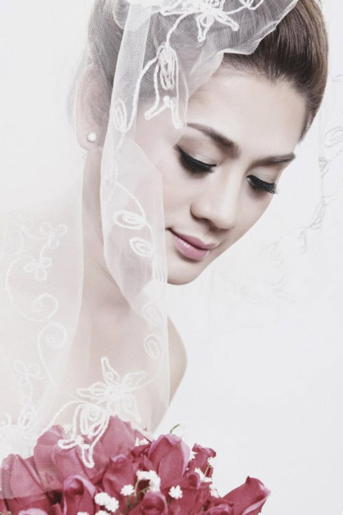 Lung linh ảnh Lâm Chí Khanh mặc váy cưới - 2