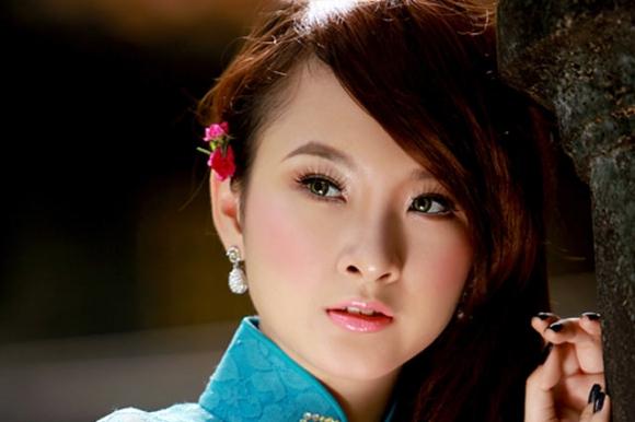 Angela Phương Trinh xinh đẹp nhờ cắt mí? - 7